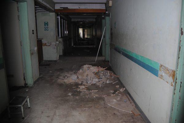 Una de las áreas de Obstetricia del Hospital de Los Magallanes de Catia se mantiene en escombros