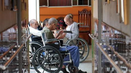 Mano-Dios-cuidando-adultos-mayores_NACIMA20160823_0147_6