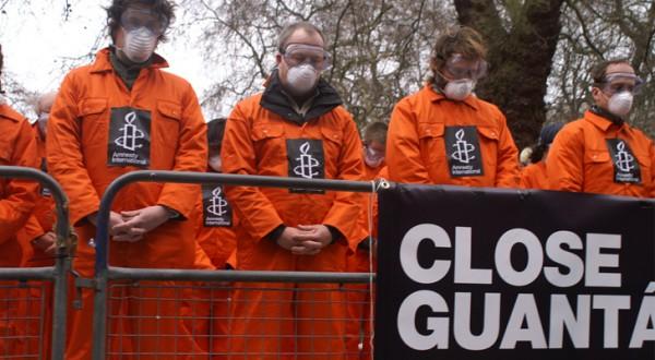 manifestantes-reclaman-que-se-cierre-la-cárcel-de-Guantánamo